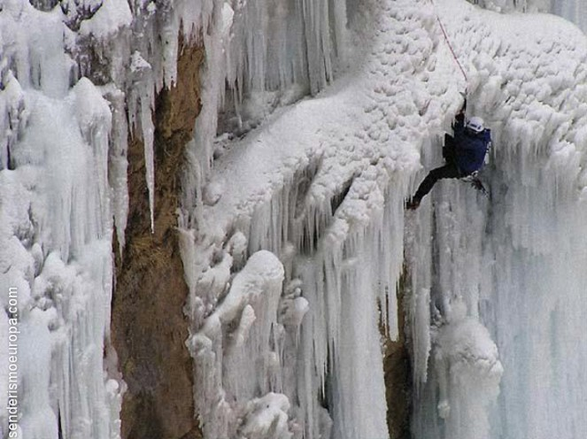 Escalador en pared de hielo
