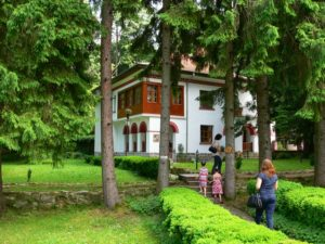 Monasterio_Klisura_jardin
